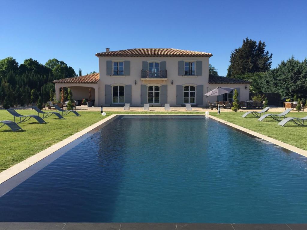 Villa bastide des lauves aix en provence for Piscine venelles