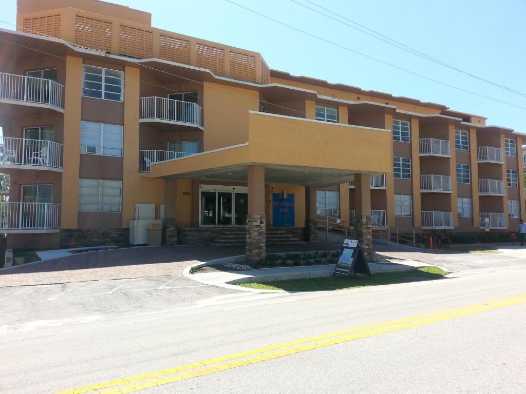 Seaspray Inn And Beach Resort