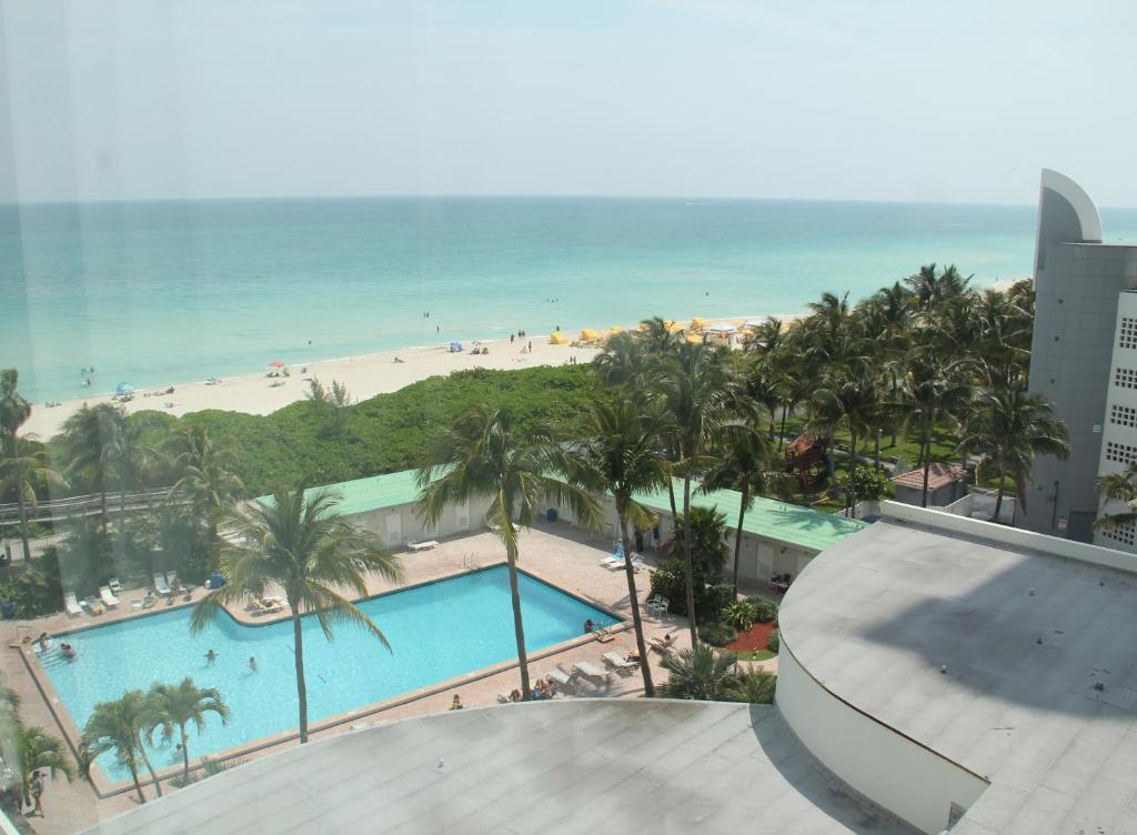 Avis Collins Avenue Miami Beach