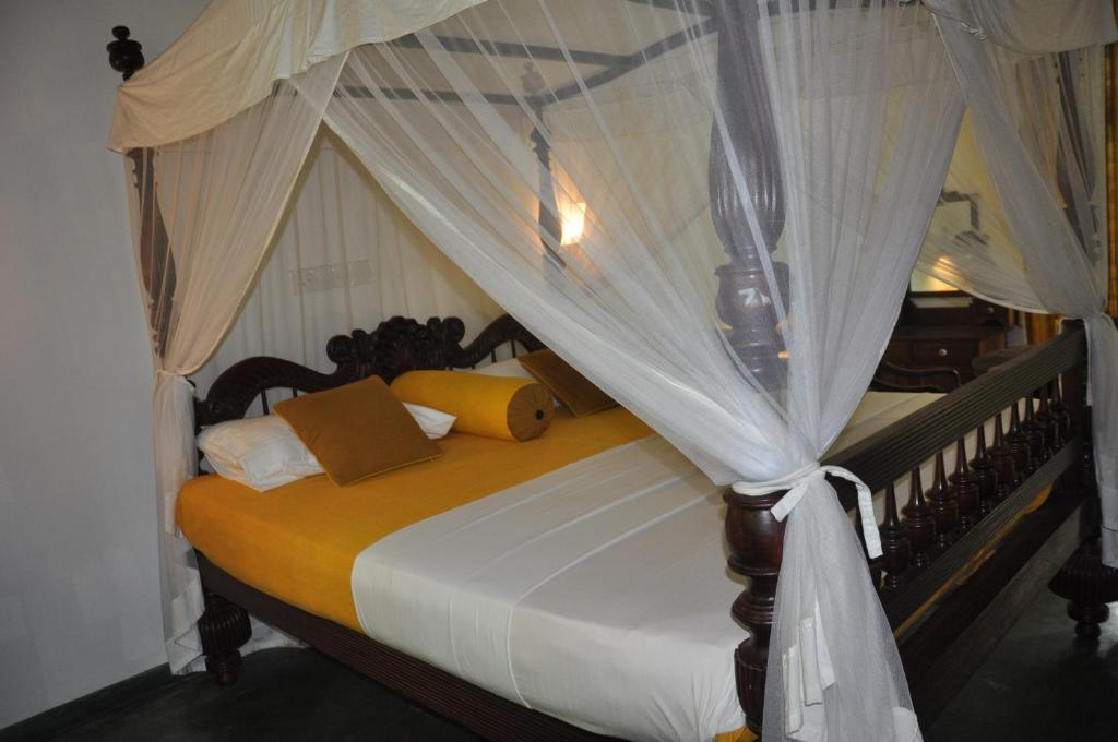 National Hotel Cabana Room