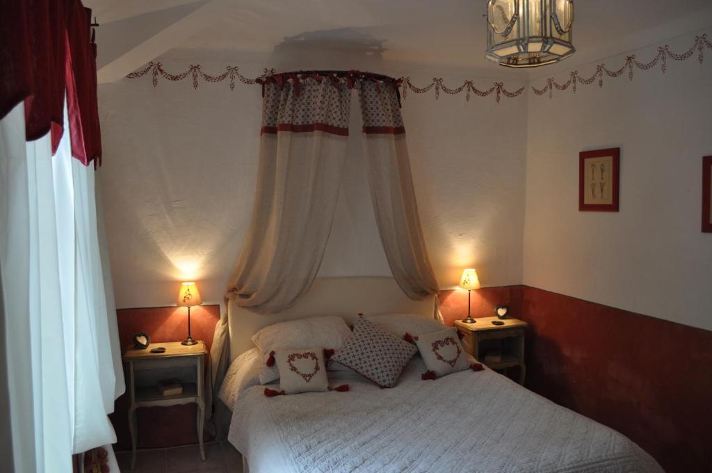 Chambres d 39 h tes la ribeyrette chambres d 39 h tes chamborigaud - Chambre d hote pontorson ...
