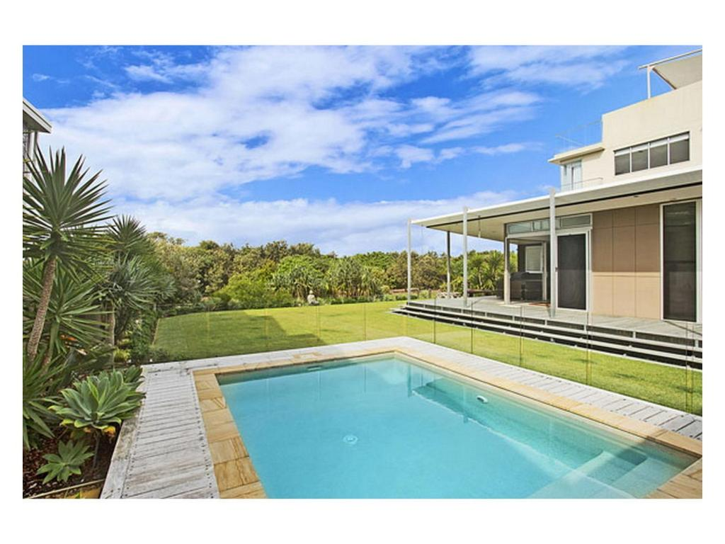 vacation home luxury beach house north  kingscliff