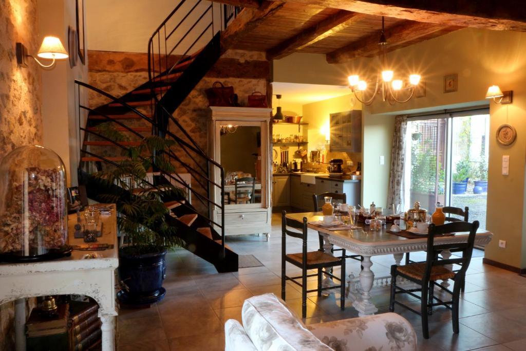g tes du presbyt re villefranche de rouergue book your hotel with viamichelin. Black Bedroom Furniture Sets. Home Design Ideas