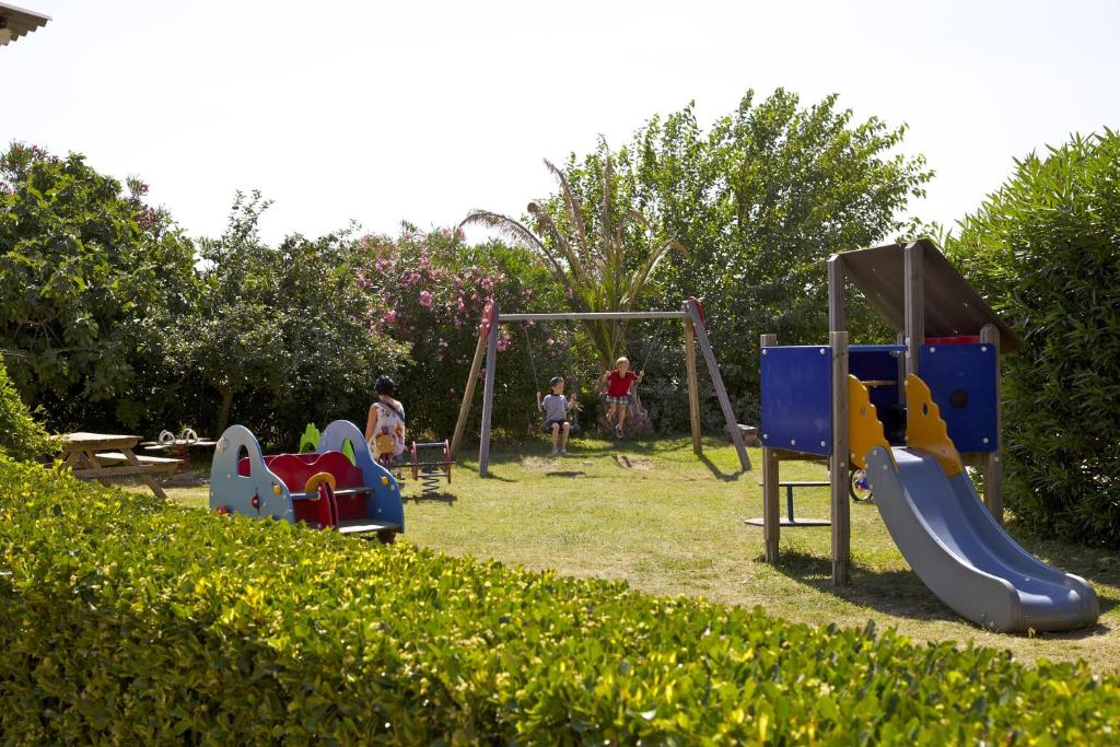 Camping les jardins d 39 elsa holiday houses vias for Camping le jardin
