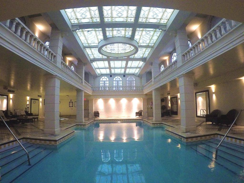 Grand Hotel Suites Toronto