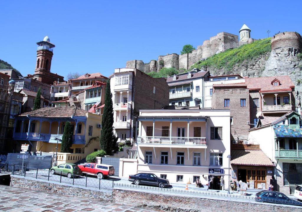 Tbilisi apartment t 39 bilisi viamichelin informatie en for Canape tbilisi