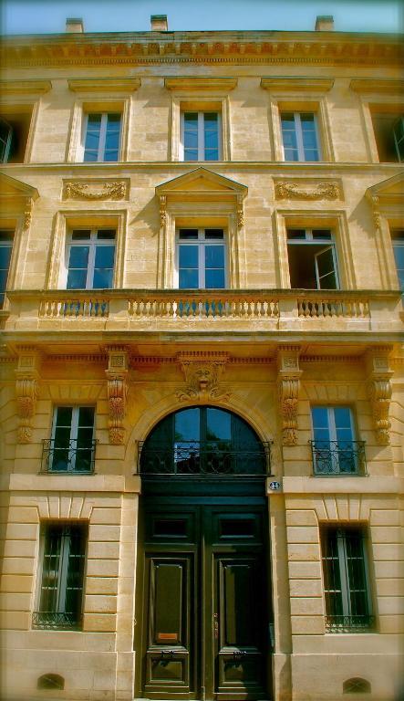 Apartment loft l 39 h tel particulier apartment in for Appartement bordeaux particulier
