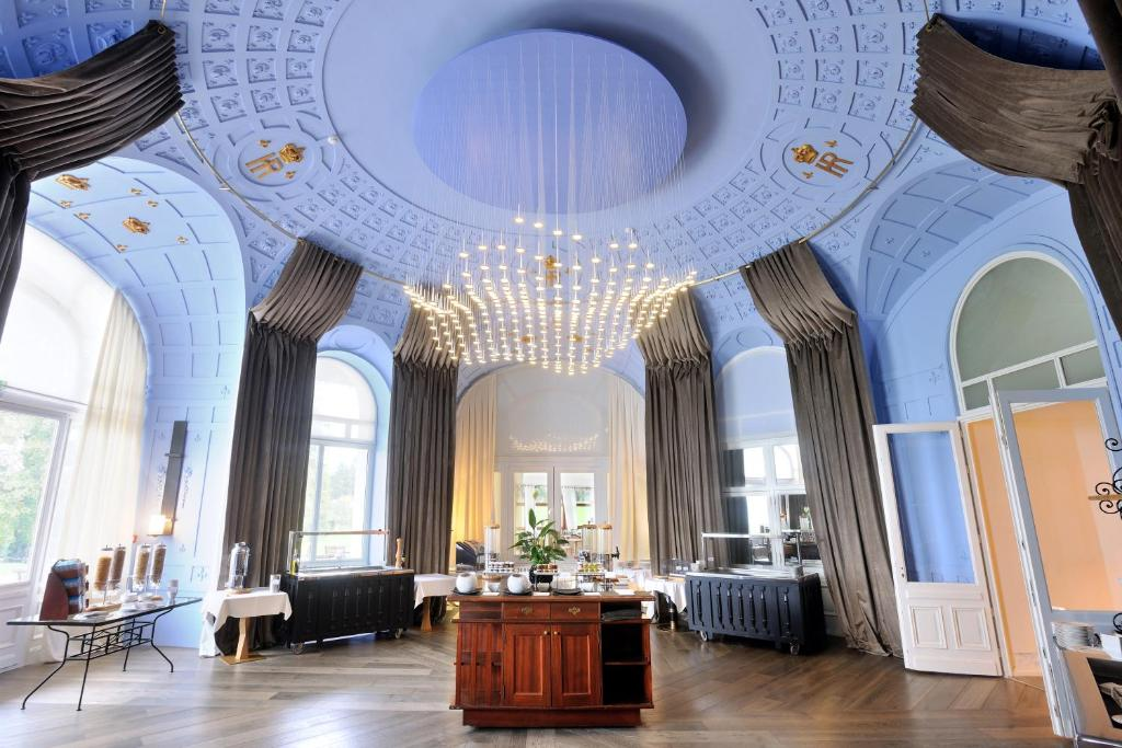 Hotel royal evian les bains - Hotel royal evian les bains ...