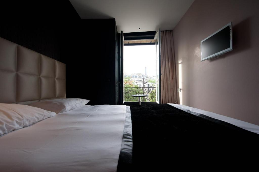 first hotel paris tour eiffel paris book your hotel with viamichelin. Black Bedroom Furniture Sets. Home Design Ideas
