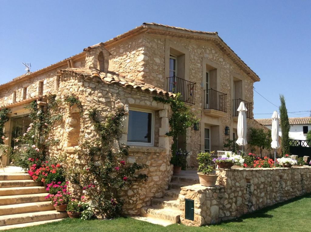 Casas rurales la casa de piedra casas rurales olerdola - Fotos de casas rusticas de piedra ...