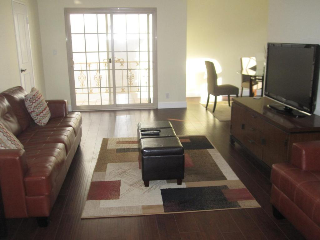Best Location In Beverly Hills 2 Bedroom Apartment