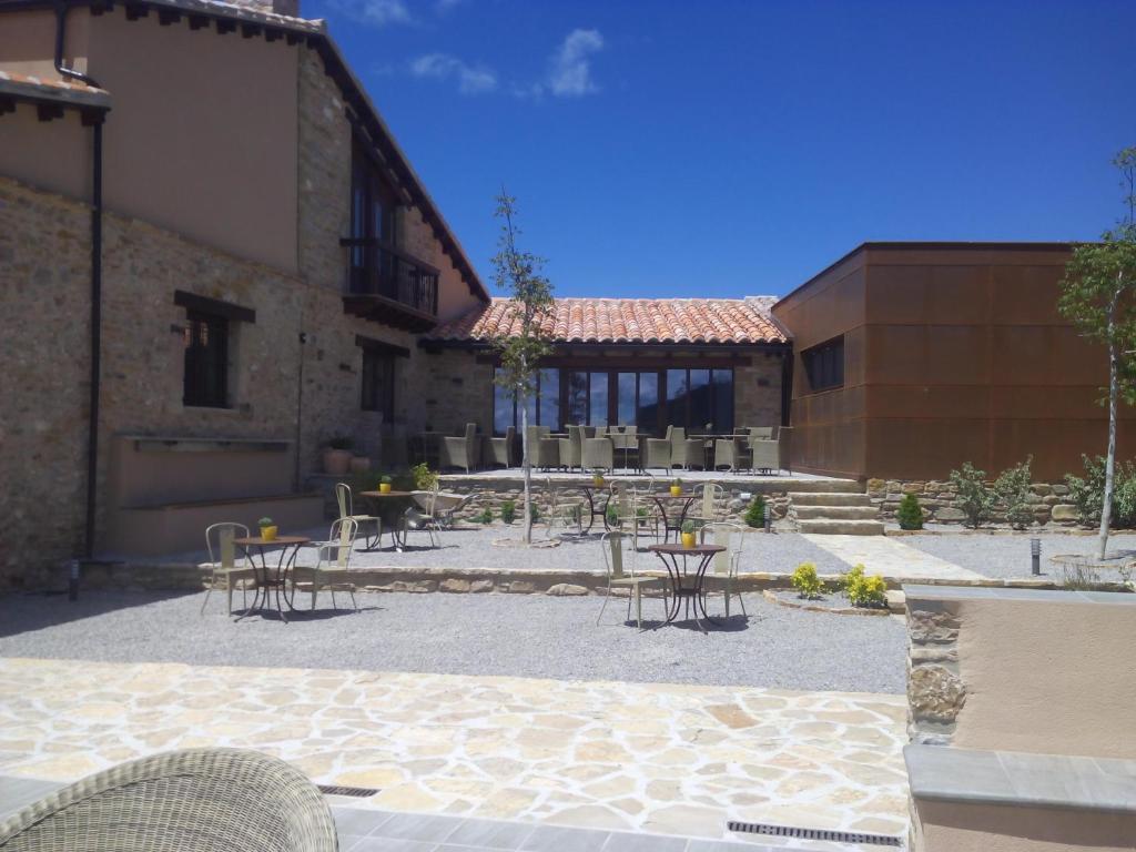 Hotel mas de cebrian reserva tu hotel con viamichelin for Le marde hotel
