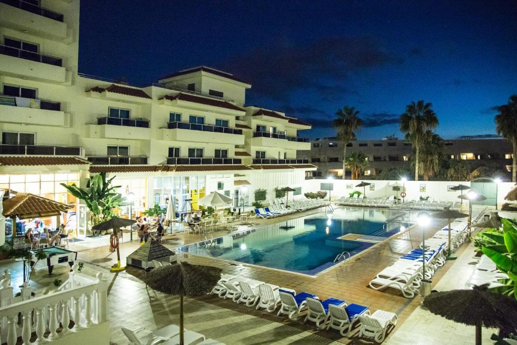 Apartamentos oro blanco playa de las americas spain - Apartamentos baratos playa de las americas ...
