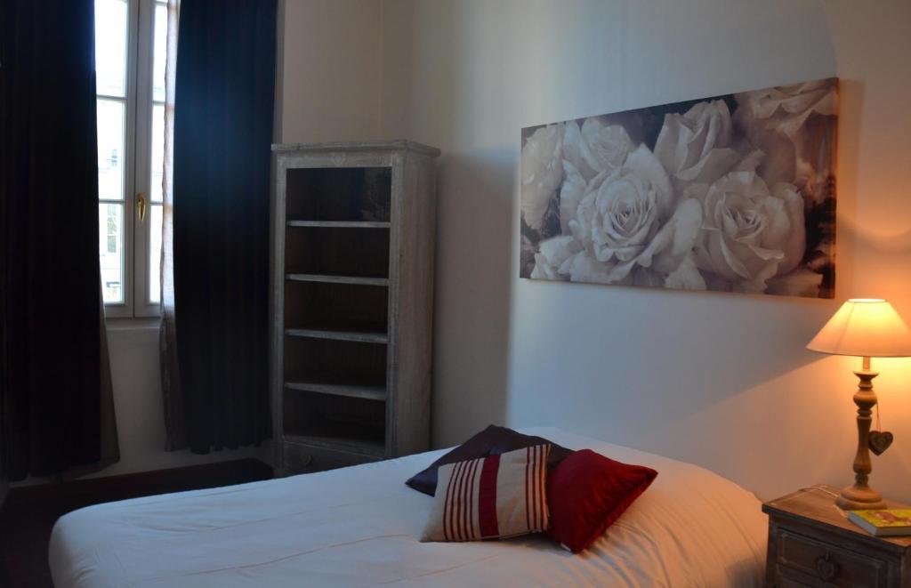 appartement l 39 appart cours clemenceau appartement. Black Bedroom Furniture Sets. Home Design Ideas