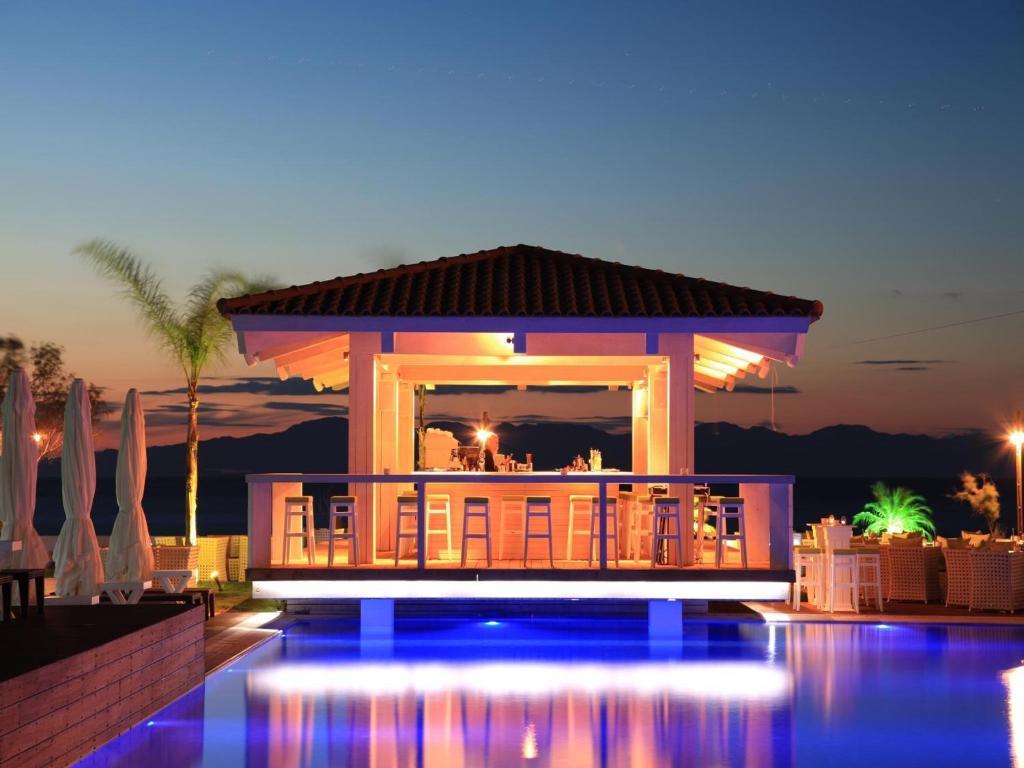 Villa di mare rodas reserva tu hotel con viamichelin for Habitaciones familiares italia