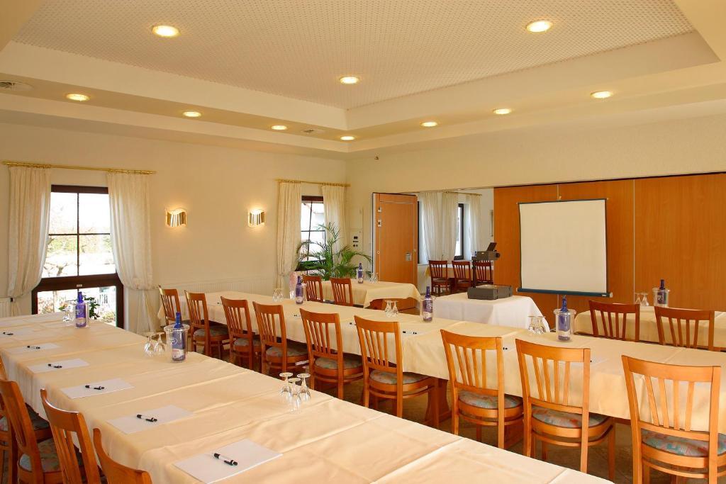 hotel zum taufstein mittelkalbach reserva tu hotel con viamichelin. Black Bedroom Furniture Sets. Home Design Ideas