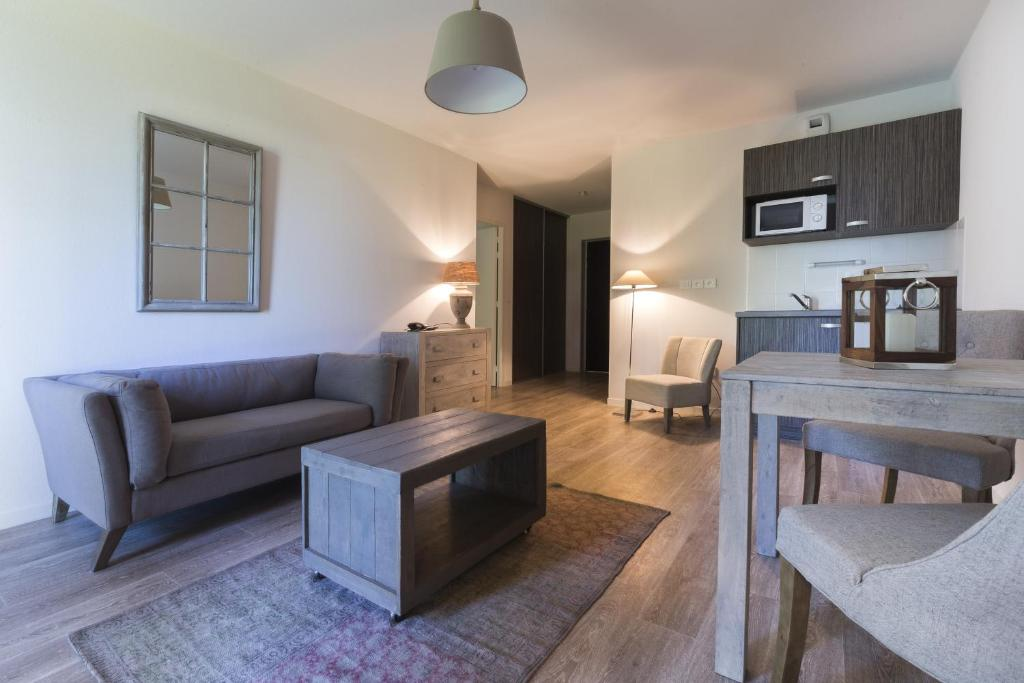Zenao appart 39 hotel nevers apparthotels appartements pour for Appart hotel dans le var