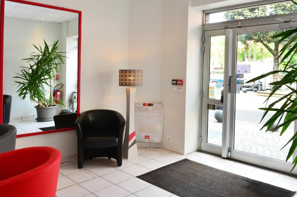 hotel la croix blanche tarbes. Black Bedroom Furniture Sets. Home Design Ideas