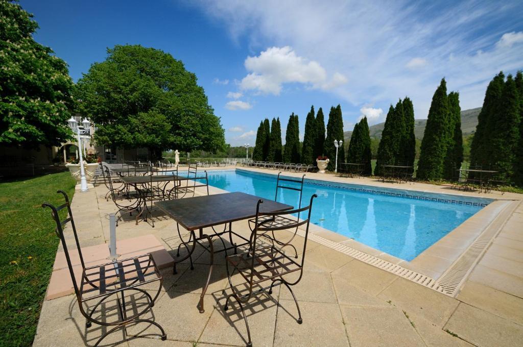hotel lac de sainte croix avec piscine - domaine de majastre r servation gratuite sur viamichelin