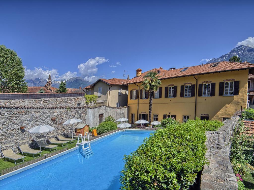 Villa vinicia domaso italy for Reservation hotel italie