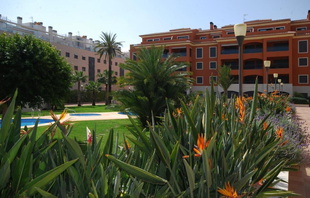 Apartment de jardines d nia book your hotel with for Hotel jardines de uleta vitoria