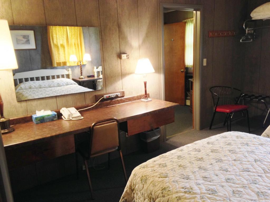 Indianhead Motel Ironwood Mi