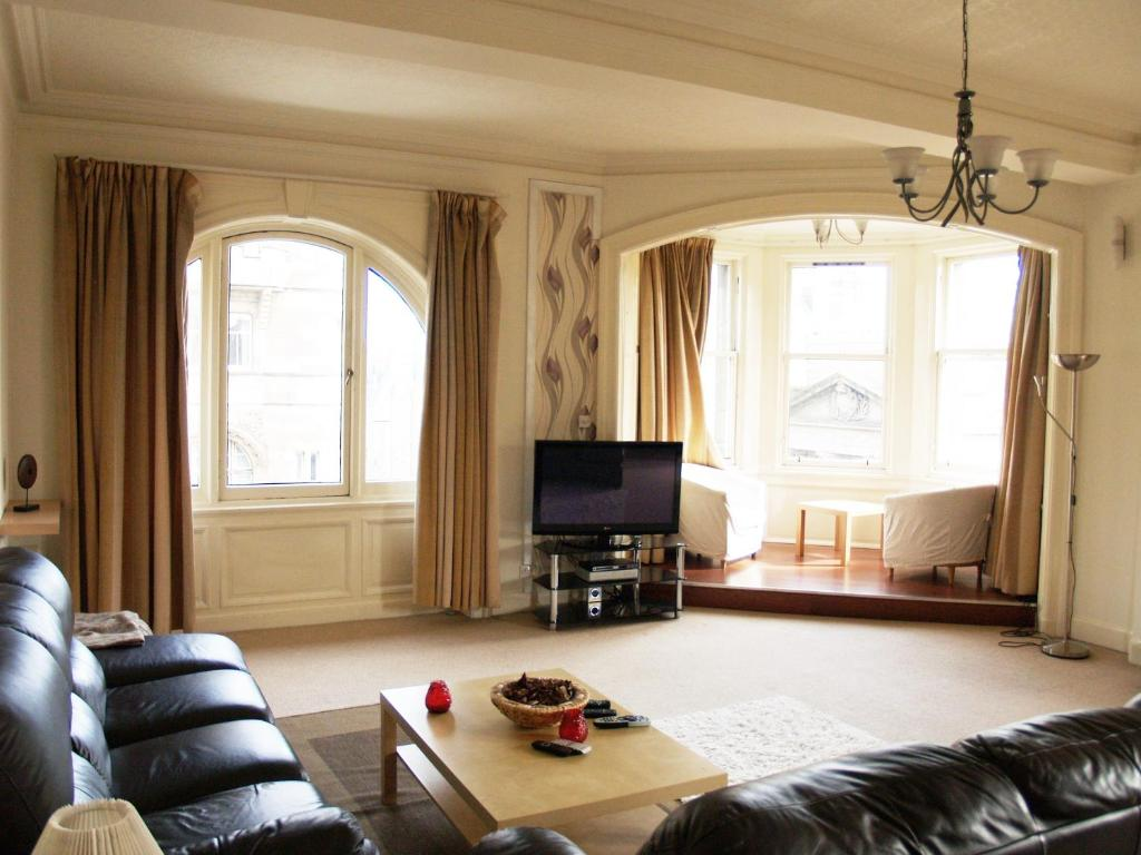 1 Bedroom Apartments College Station Royal Mile Mansions Apartment Edinburgh Edinburgh Book