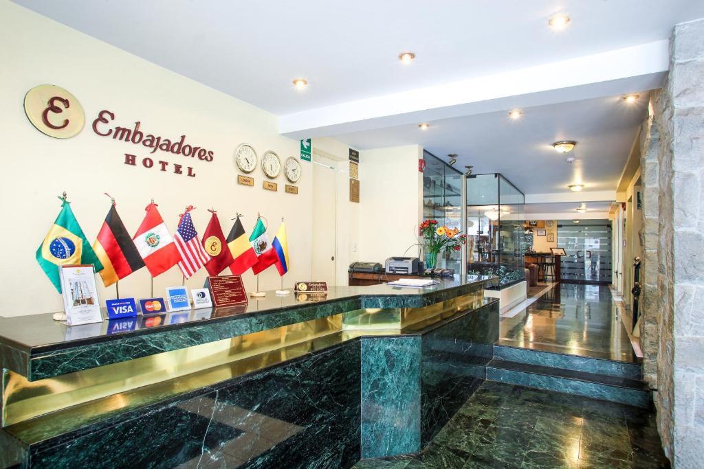 El lobby o recepción de Embajadores Hotel
