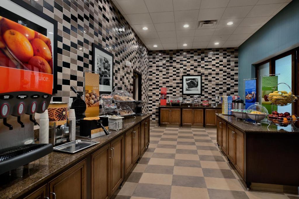 Hampton Inn Suites Tampa Northwest Oldsmar Town 39 N