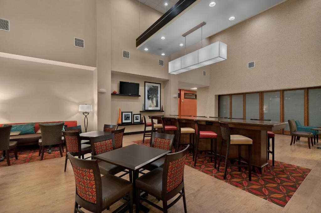 Hampton Inn Suites Tampa Northwest Oldsmar Town 39 N 39 Country Book Your Hotel With Viamichelin