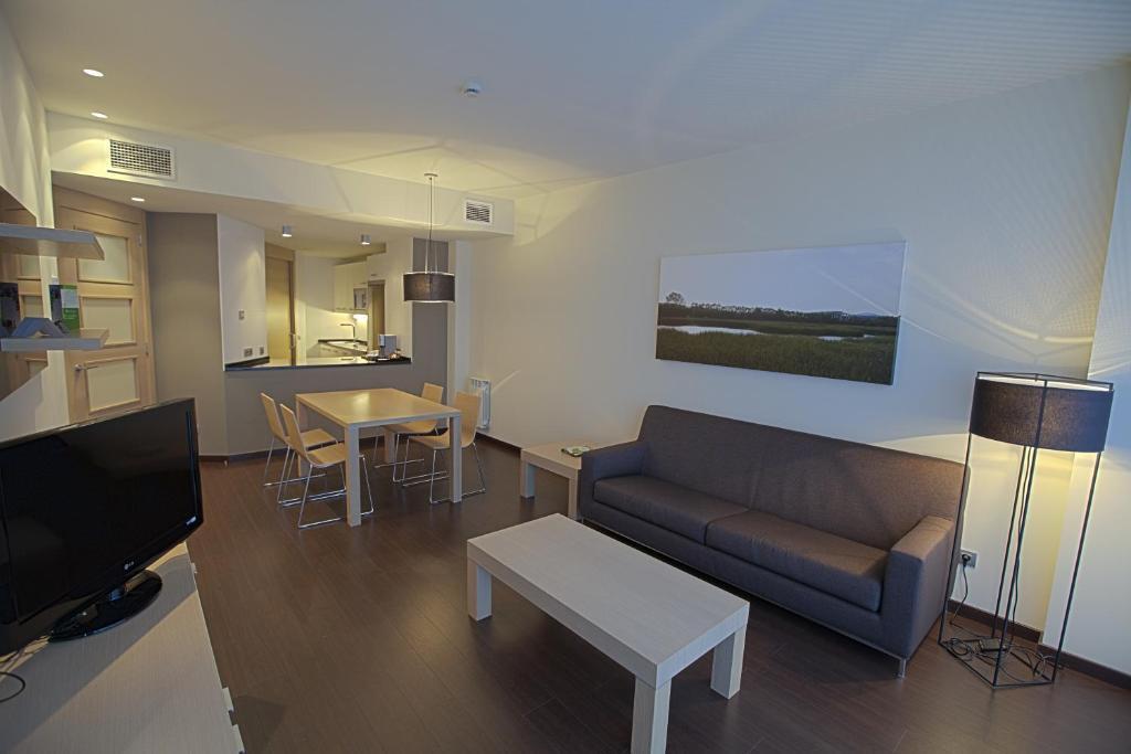 Apartamentos jardines de uleta vitoria book your hotel with viamichelin - Apartamentos irenaz en vitoria ...