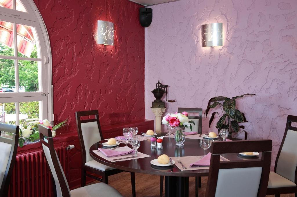 Hotel Restaurant Le Pot D Etain St Quentin