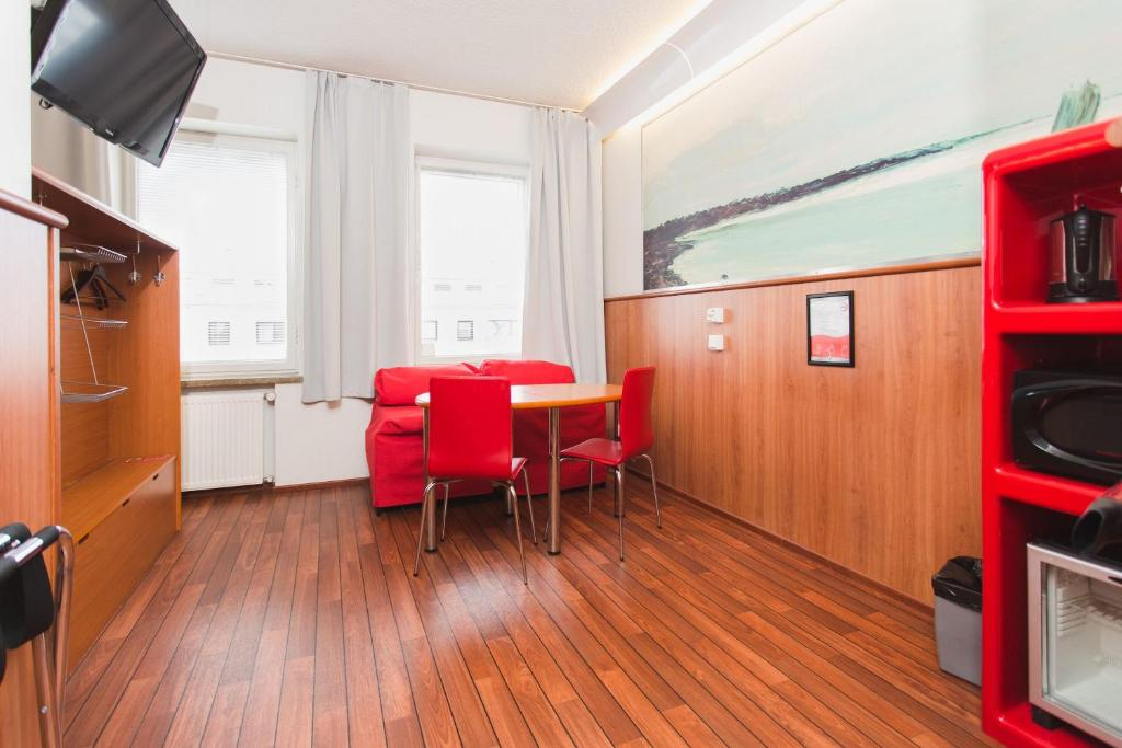 Omena Hotel Rooms