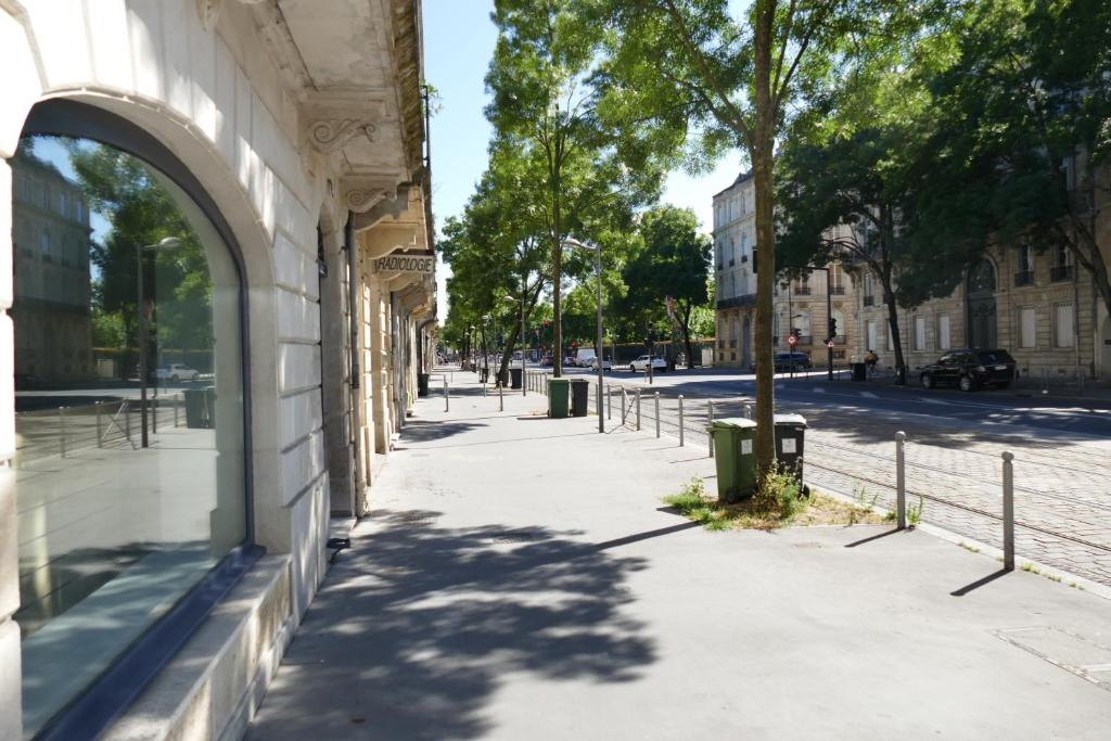 Apartment bordeaux locations jardin public france for Jardin public bordeaux