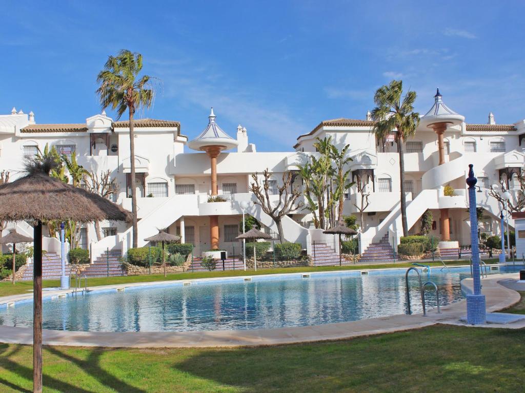Apartamento el atardecer chiclana de la frontera book your hotel with viamichelin - Apartamentos en sancti petri cadiz ...