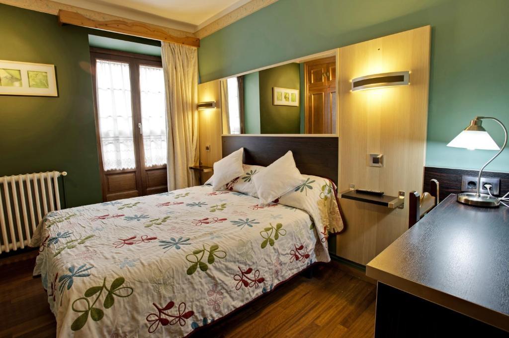 Hotel avenida benasque book your hotel with viamichelin for Booking benasque
