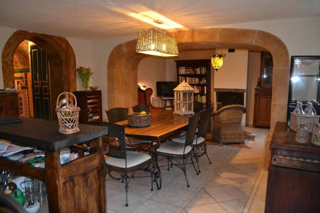Chambres d 39 h tes maison sous le pont chambres d 39 h tes meyras - Chambre d hote le pont egletons ...