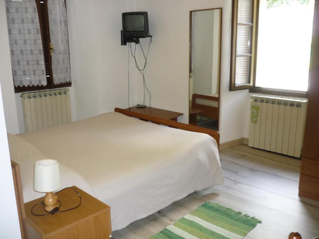 Bar meuble isotta crevoladossola prenotazione on line for Albergo meuble abatjour