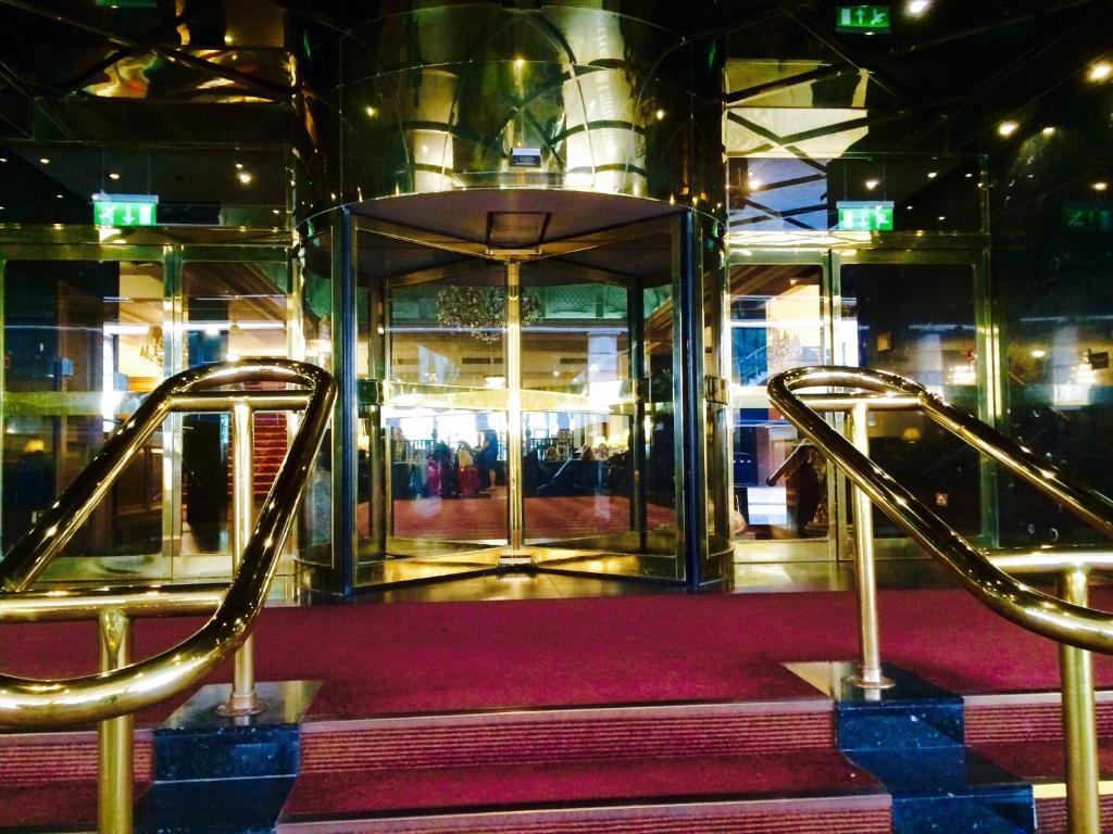 Canary Wharf Station To Britannia International Hotel