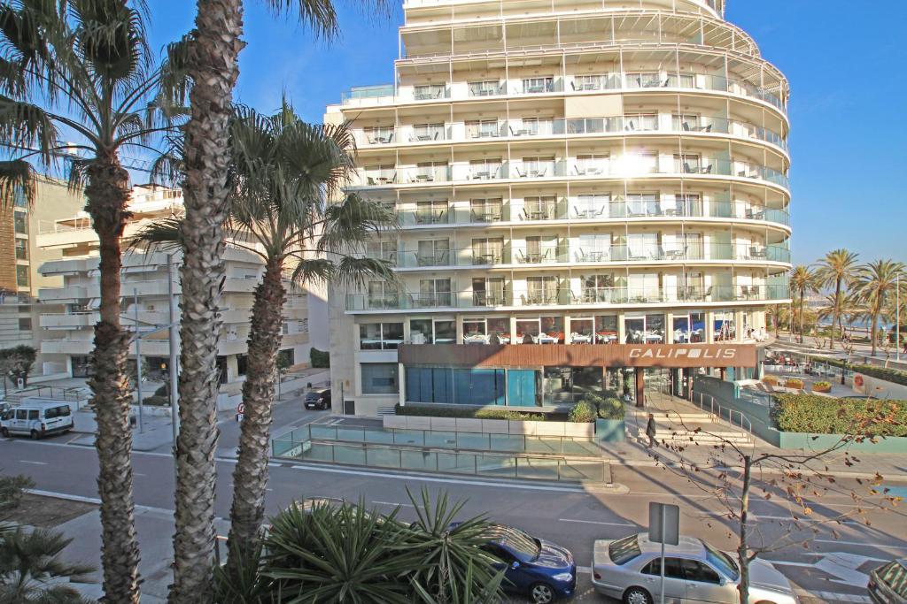 Friendly rentals mediterraneo sitges reserva tu hotel con viamichelin - Apartamentos mediterraneo sitges ...