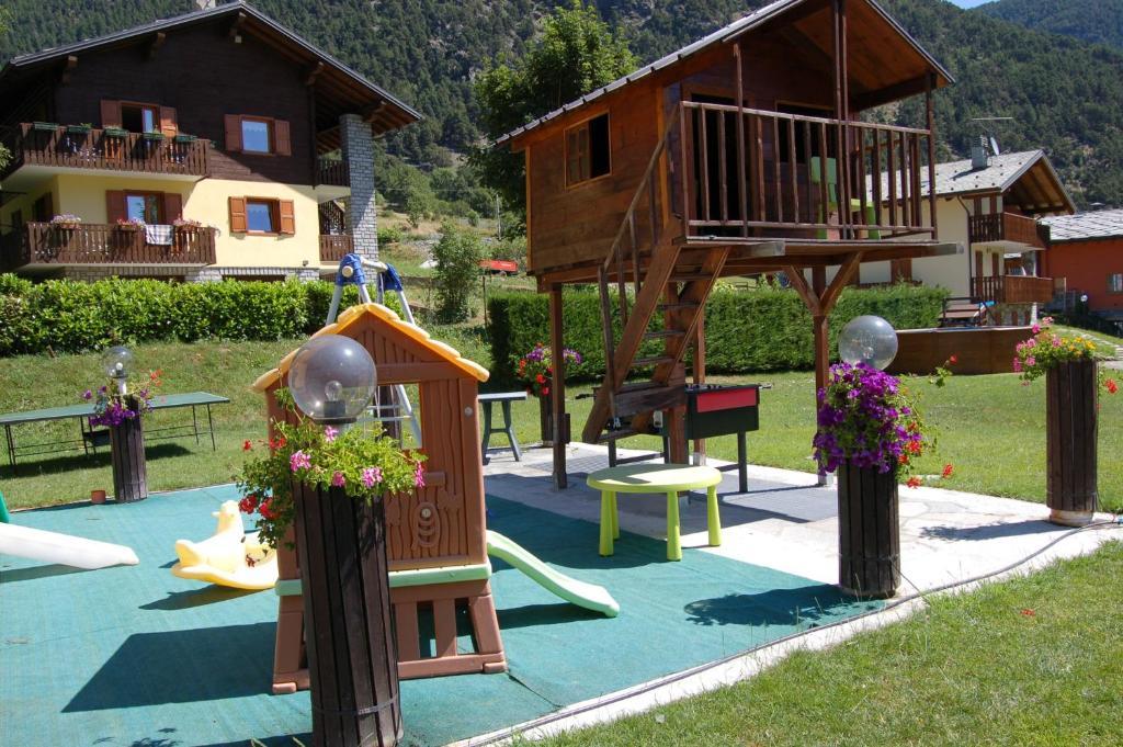 Du Foyer Hotel Brusson : Residence foyer d antan saint vincent online booking