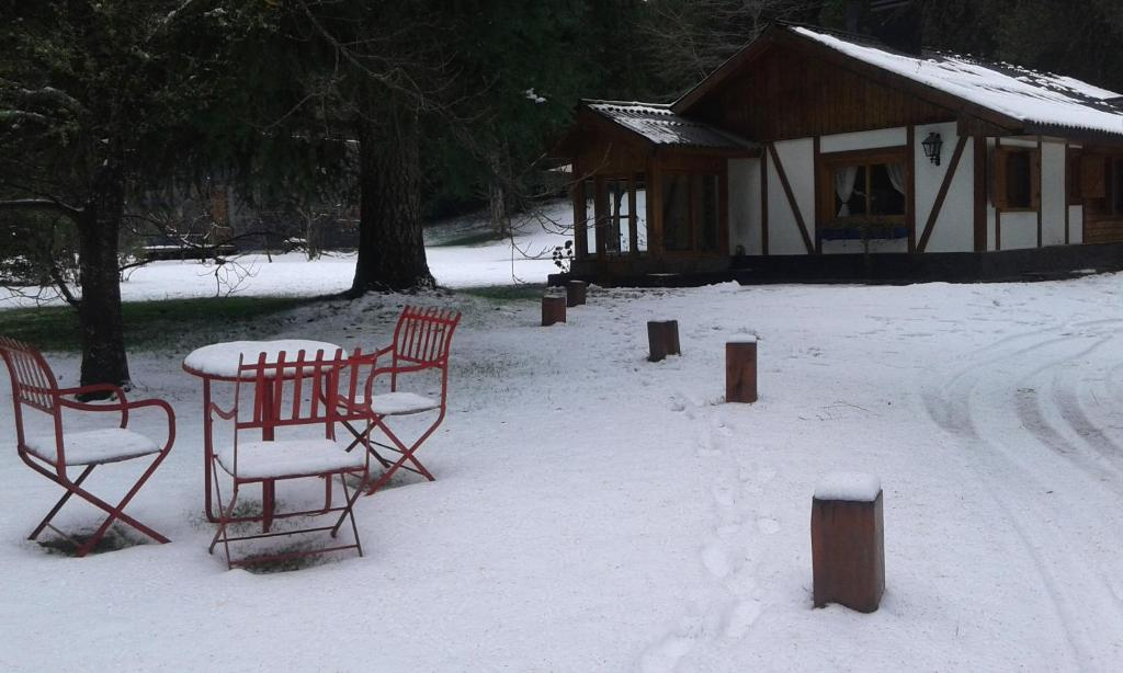 Caba a la cumele a los lagos reserva tu hotel con for Jardin 61 bariloche