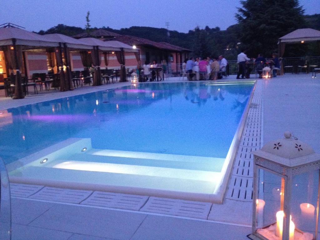 Villa castelletto nizza monferrato reserva tu hotel con - Piscina nizza monferrato ...