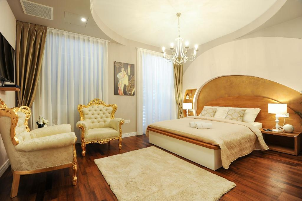 Chambres d 39 h tes silver gold luxury rooms chambres d for Chambre hote ruoms