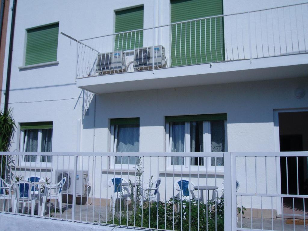 Appartamenti condominio daniele grado reserva tu hotel for Hotel euro meuble grado