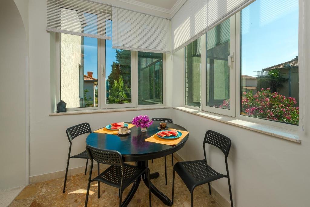 Garden apartment kastela informationen und buchungen for Katzennetz balkon mit alfamar algarve gardens apartments