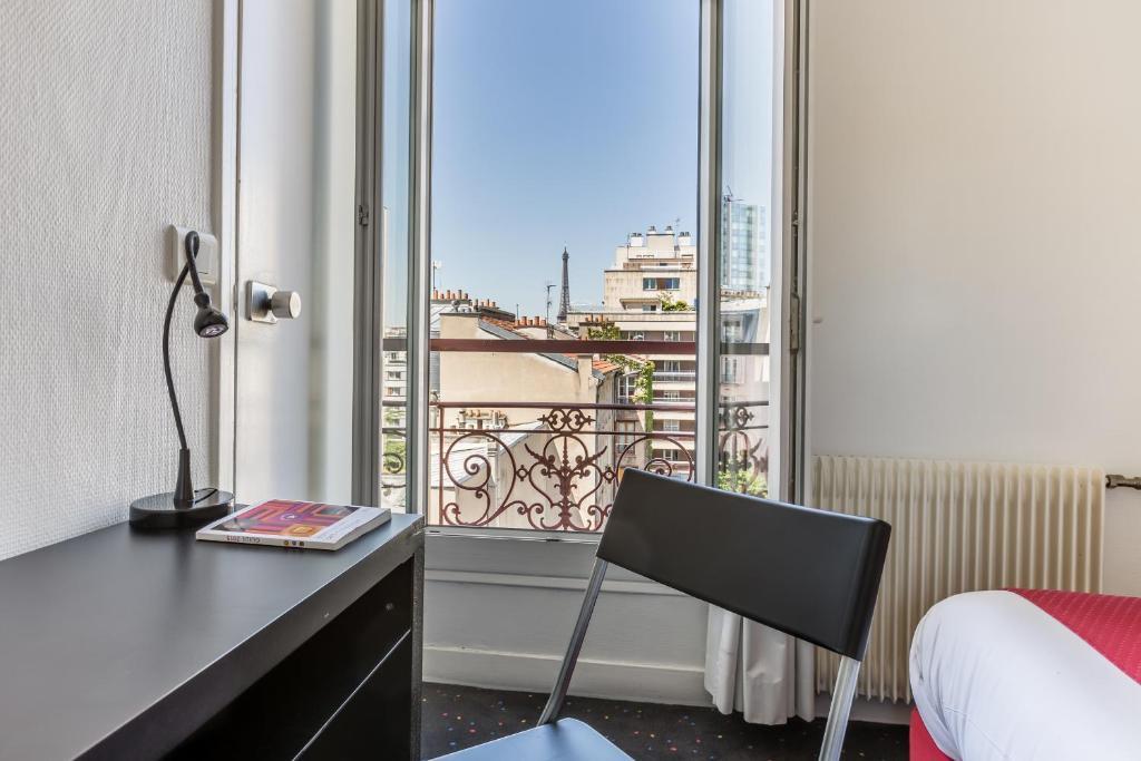 Hotel Lecourbe  Rue Lecourbe  Paris
