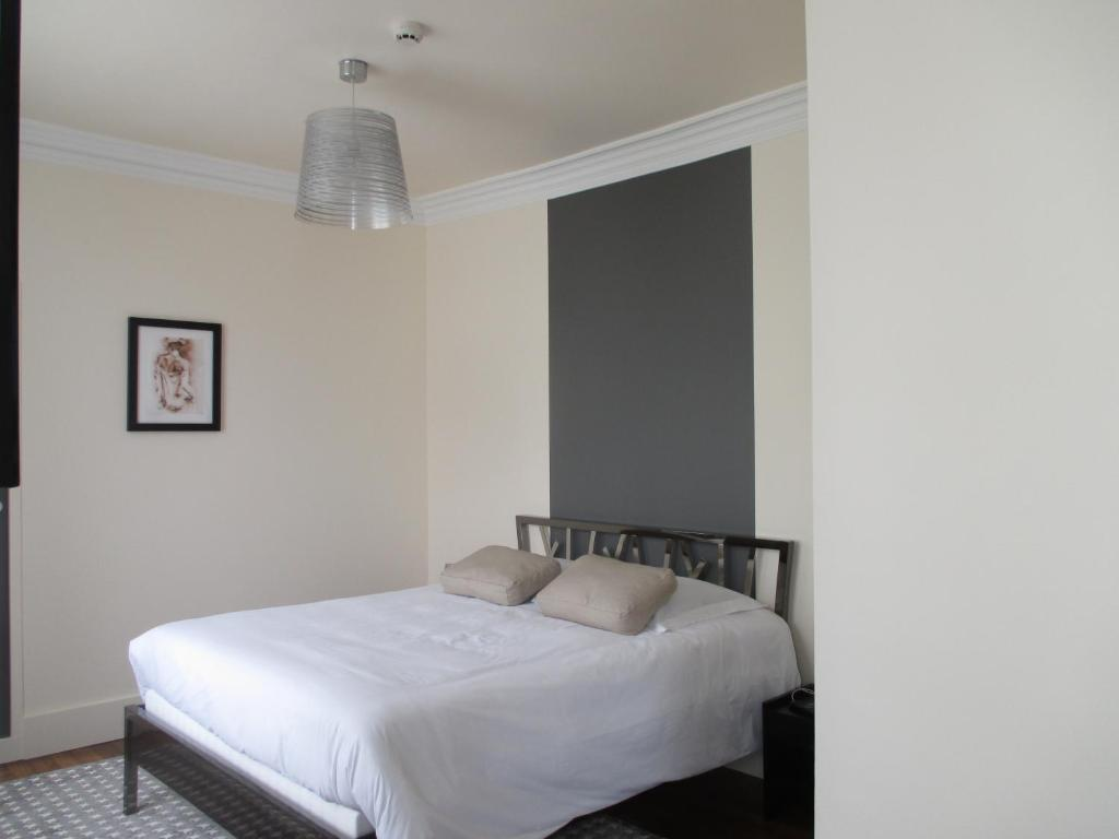 h tel restaurant le saint martin sabl sur sarthe book your hotel with viamichelin. Black Bedroom Furniture Sets. Home Design Ideas