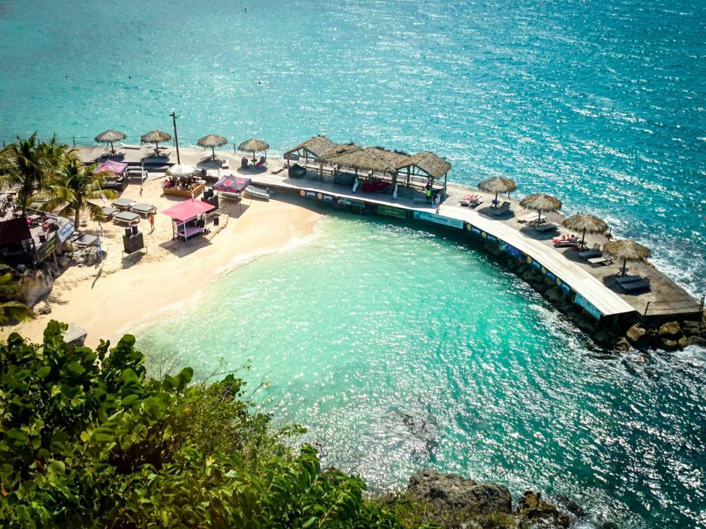 Best deals for villa luxe mer piscine sainte anne guadeloupe for Villa luxe mer
