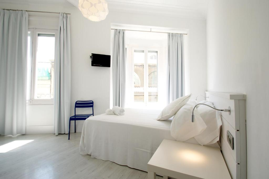 chambres d 39 h tes dingdong express chambres d 39 h tes barcelone. Black Bedroom Furniture Sets. Home Design Ideas